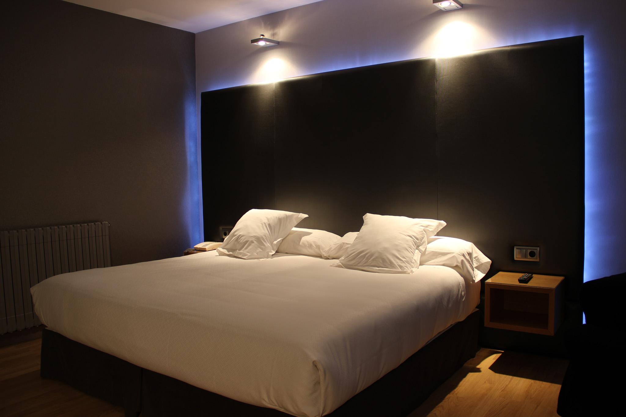 Galeria de fotos hotel chiqui santander website oficial for Paginas para disenar habitaciones