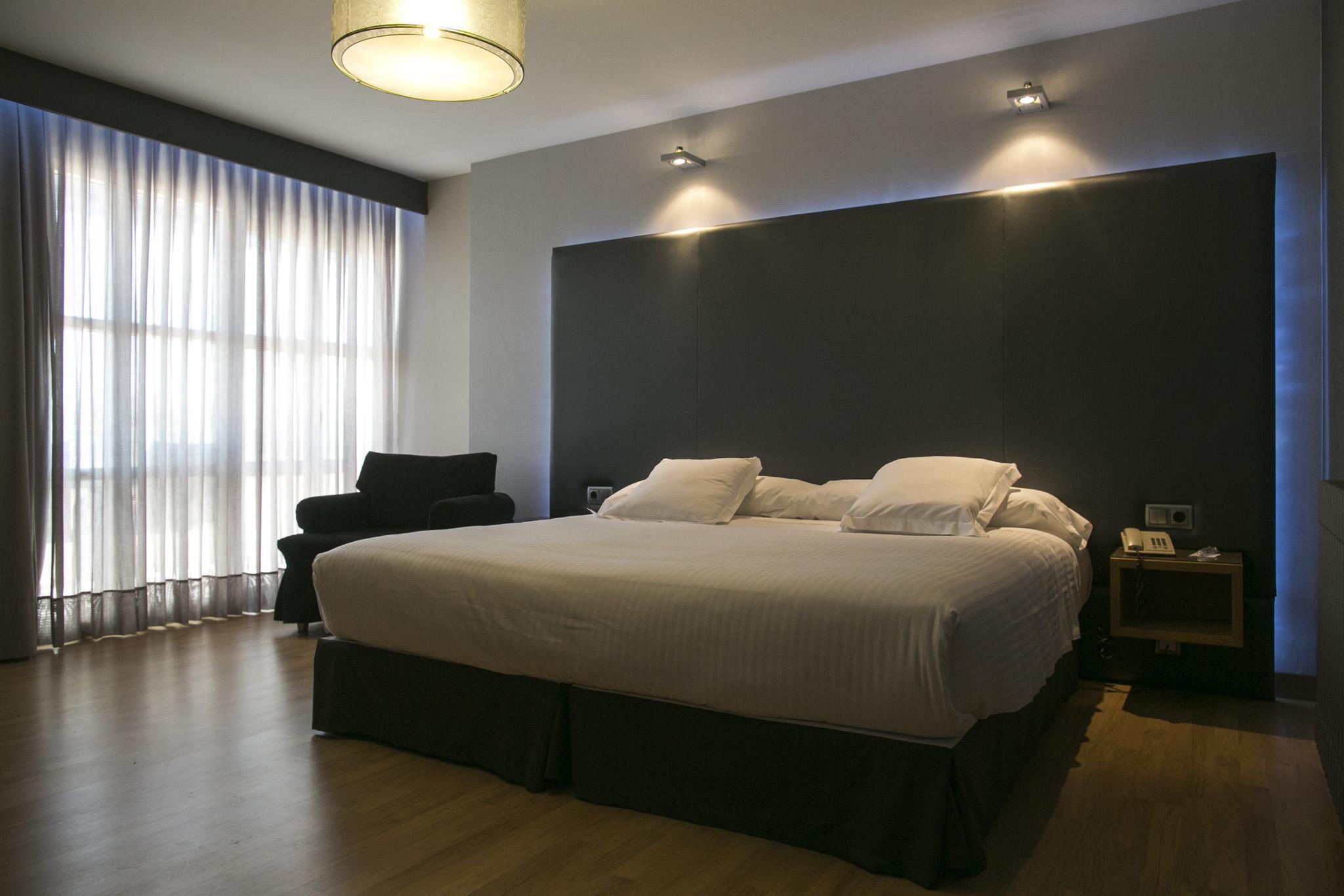 Galeria de fotos hotel chiqui santander website oficial for Precio habitacion hotel